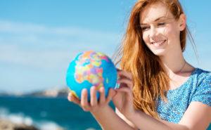 Die Alltagskommunikation im Ausland unterstützt den Spracherwerb. (Quelle AdobeStock)