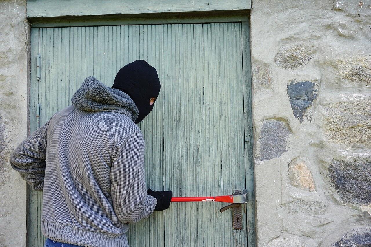 Die Urlaubszeit als Hochsaison für Einbrecher: So schützen Sie sich