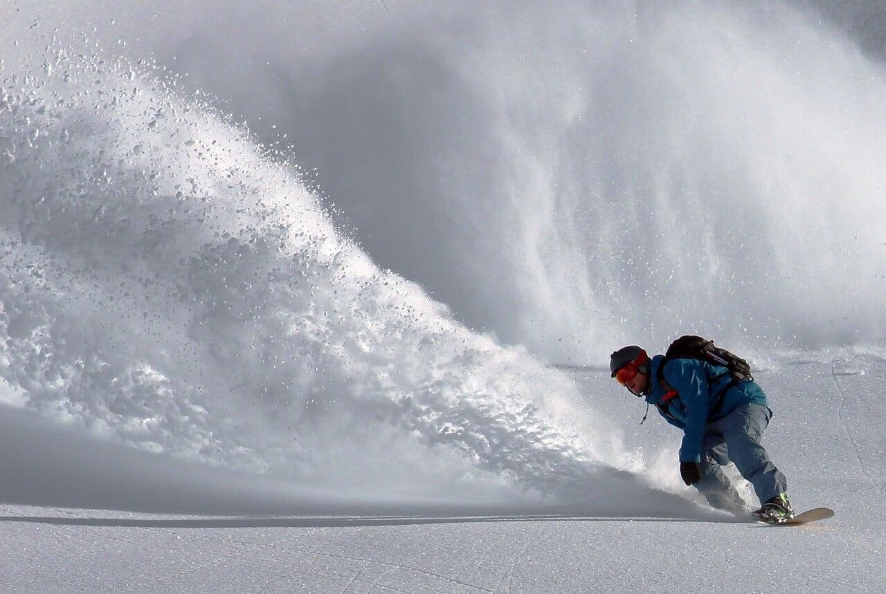 Wie Sie sich auf der Piste richtig verhalten - Regeln für Snowboard- und Skifahrer!